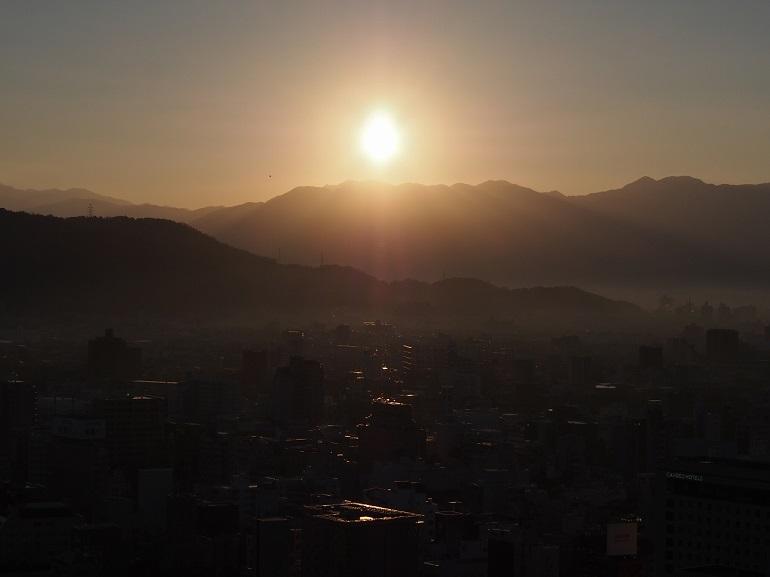 松山城、初日の出