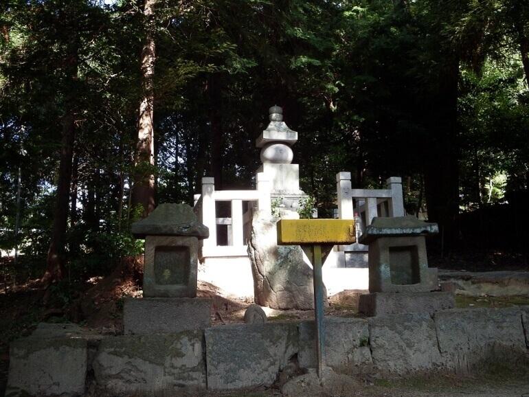 八柱神社、境内、築山御前、首塚、岡崎城