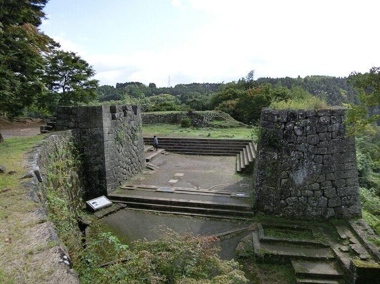 岡城、西洋風、大手門、かまぼこ石