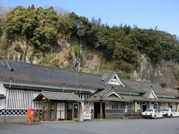 豊後竹田駅、背後、岩下火伏稲荷神社