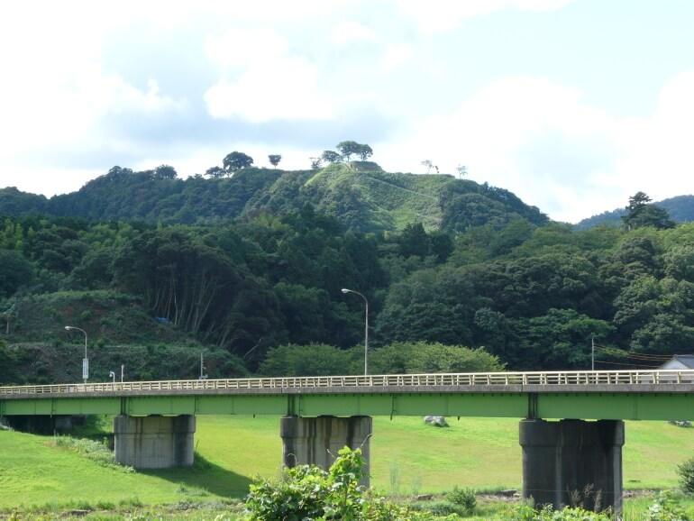飯梨川、月山富田城
