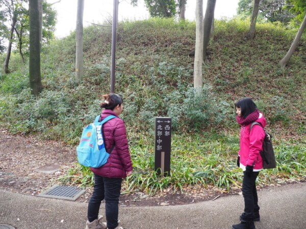 茅ヶ崎城、入口、分かれ道