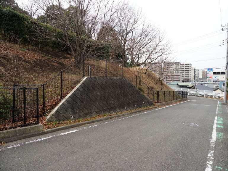 茅ヶ崎城、擁壁、生垣、台形、空堀