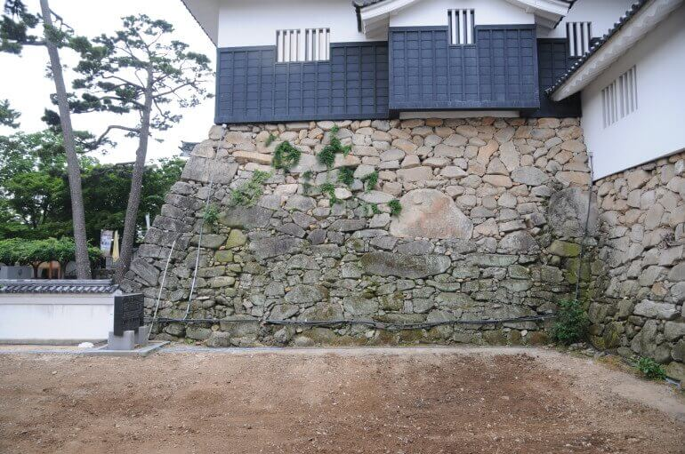 岡崎城、天守台、石垣、花崗岩、鏡石