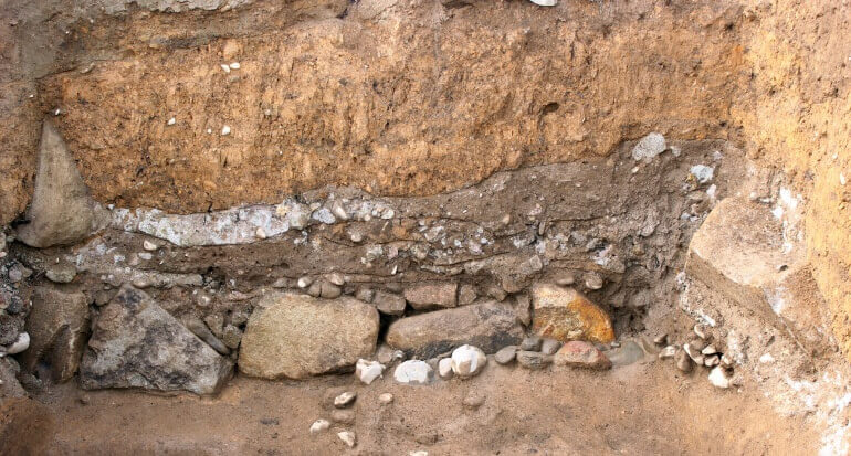 石垣背面の盛土、石垣、小峰城