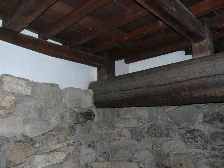 犬山城、天守地階、太い梁