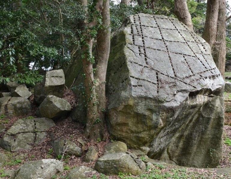 萩城山頂、石切場、巨石