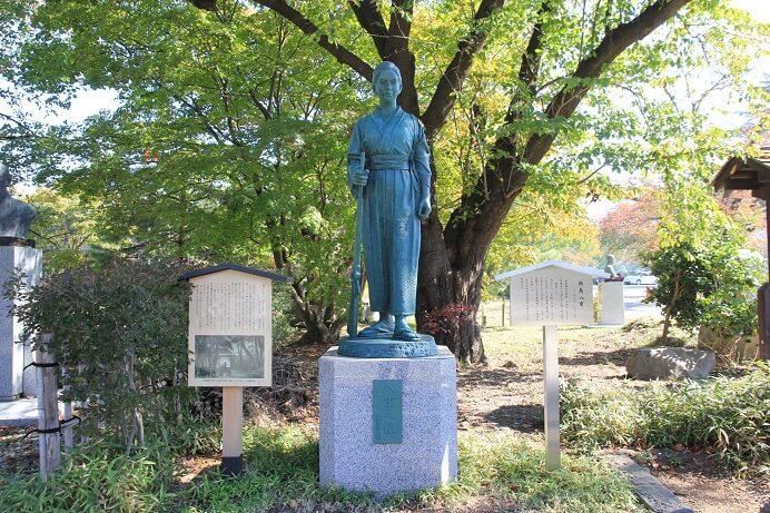 新島八重、銅像、会津若松城