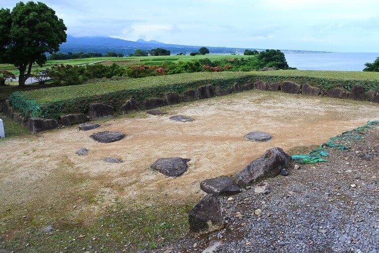 原城、本丸門跡、石塁、外桝形虎口、瓦、陶磁器