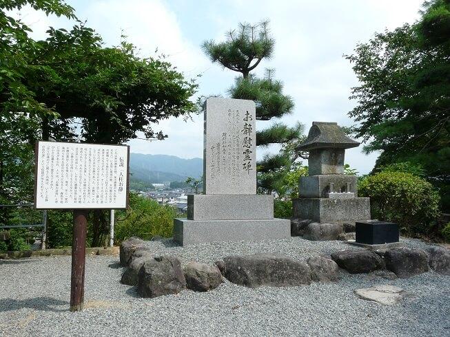 丸岡城、本丸、お静慰霊碑