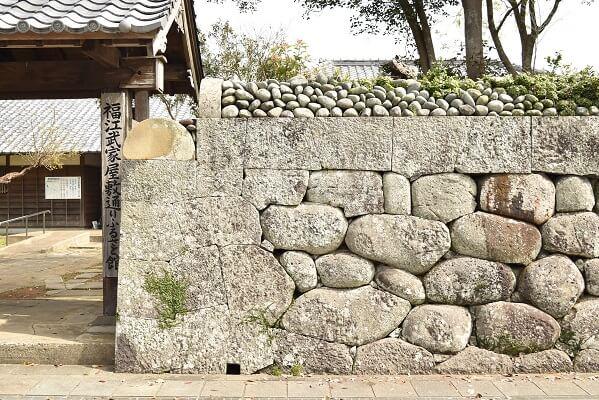 福江城、福江武家屋敷通り、石垣、丸石、かまぼこ型