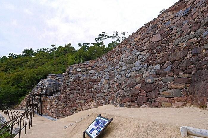 屋嶋城、石垣