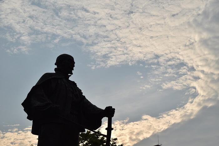 大友宗麟公像、大分駅前広場