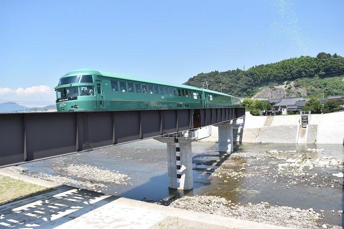 花月川橋、ゆふいんの森、特急