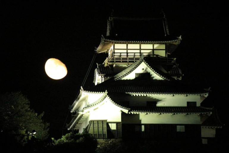 犬山城、月