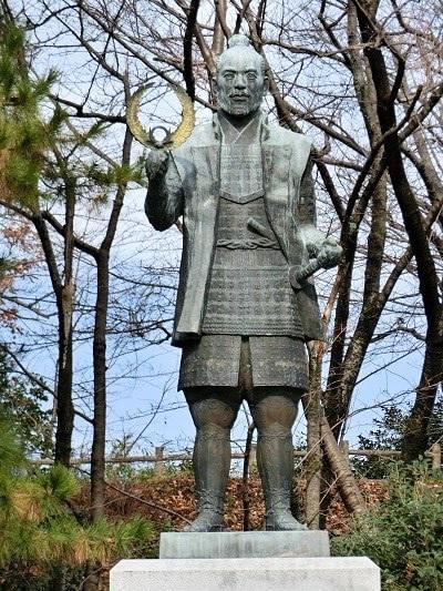 浜松城、徳川家康像、続日本100名城