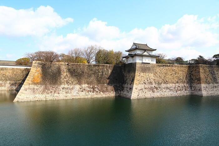 大阪城、巨石、外堀、高石垣、水堀