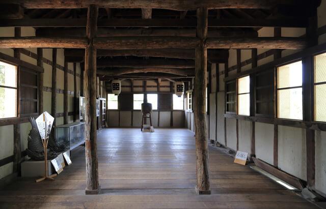 丸亀城、一の門内部、井戸、天守