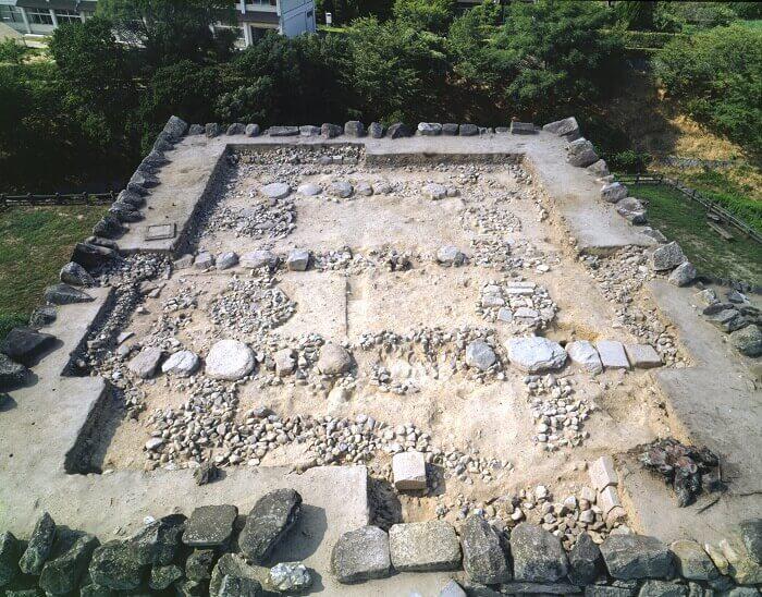 大和郡山城、発掘調査、天守礎石