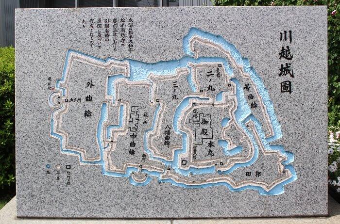 川越市役所前、川越城図、碑