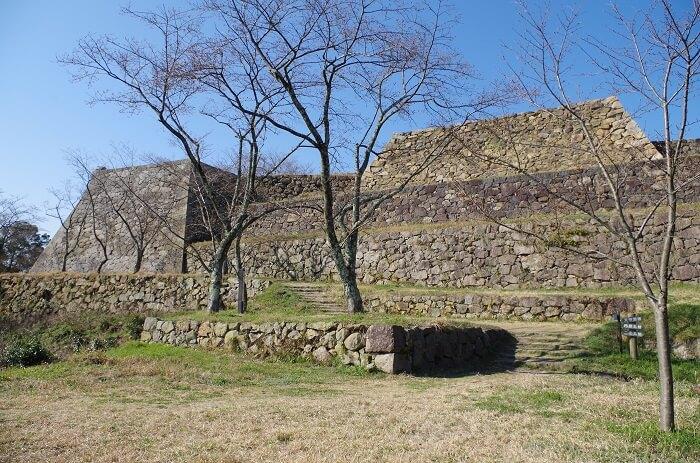 米子城、天守台、本丸、高石垣、野面積み