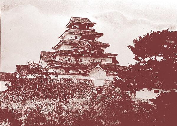 会津若松城、天守、戊辰戦争、シンボル、砲撃、標的