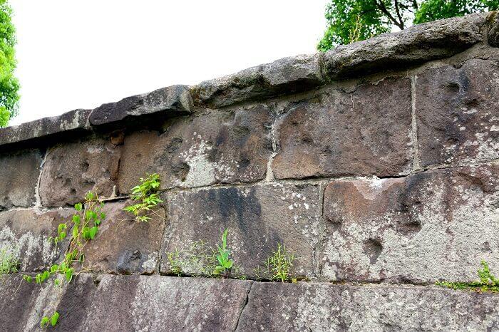 私学校跡、石垣、西南戦争、銃弾