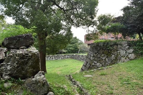 桝形虎口、米子城、高石垣、二の丸跡