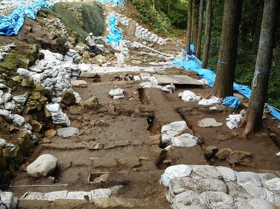 村上城、黒門跡調査区、遺構、礎石、排水溝