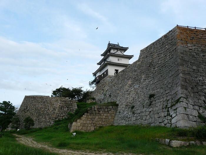 丸亀城、高石垣、天守
