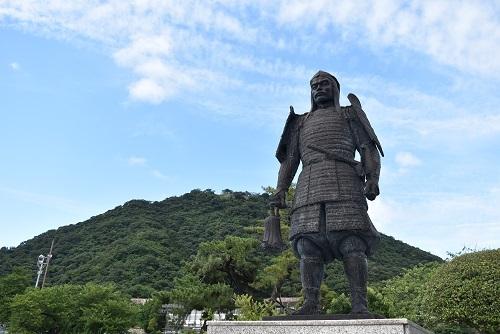 鳥取城、久松山、吉川経家像