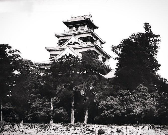 焼失前の広島城天守
