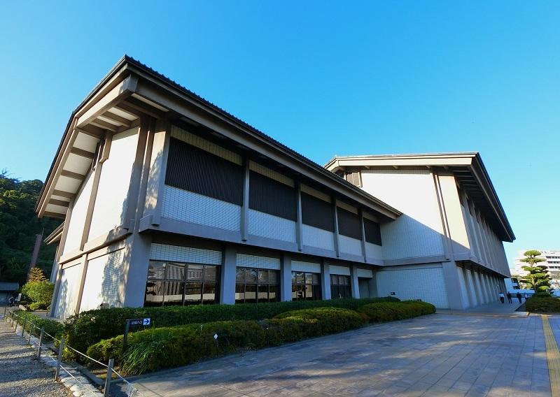県立歴史資料センター、黎明館