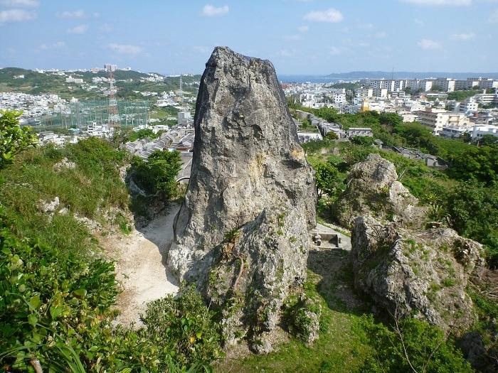 巨石、ワカリジー