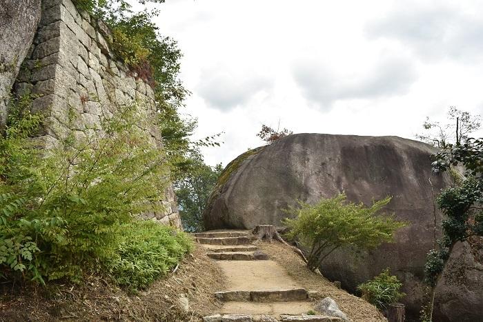 苗木城、巨岩、天守台