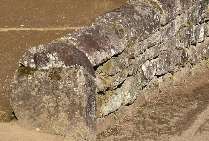 カマボコ石