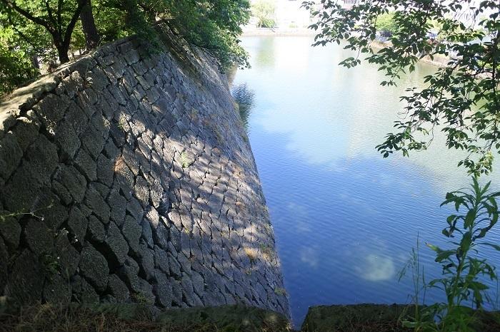 本丸、石垣、水堀