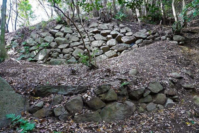 飯盛山城、石垣