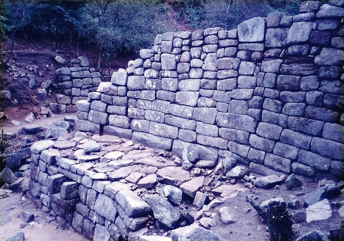 御所ヶ谷山城の中門石塁