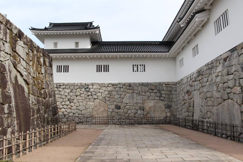 富山城、石垣、鏡石