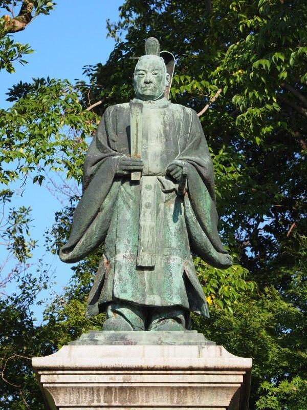 彦根城、井伊直弼像