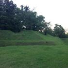 土塁の凹みは砲台跡