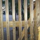 江川邸に残る韮山城門扉。槍や矢の傷痕がた
