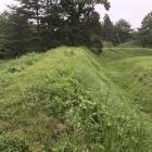三の郭土塁と内側の堀