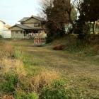 城址公園グラウンドの北側。土塁と空堀跡か