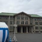 宮内庁庁舎。テレビでよく見るとこ。