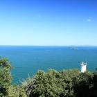 引田灯台と瀬戸内海