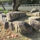 出土した石垣の石