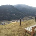 山頂にベンチひとつ2