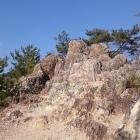 岩がゴツゴツ